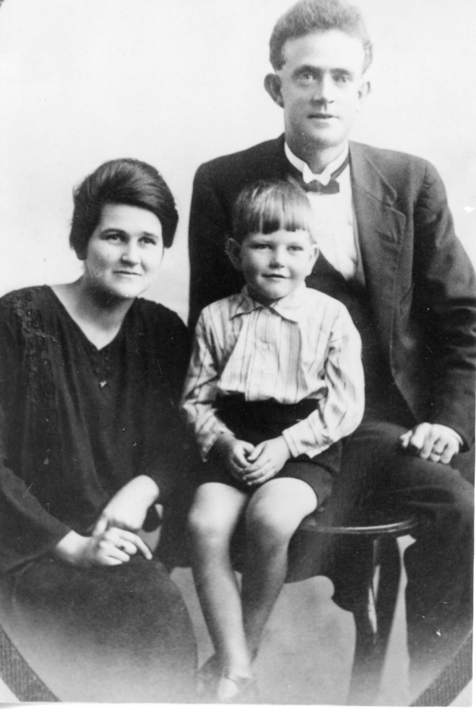 Kandanga School Principal Bob Paul with his wife and son Lionel - Gympie Regional Libraries