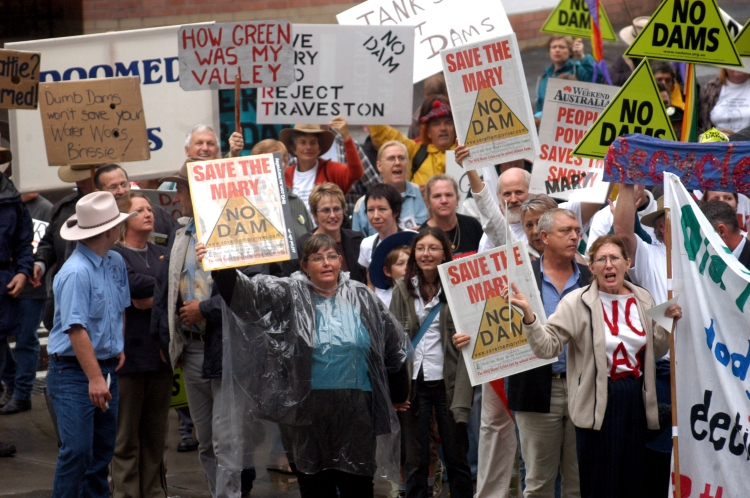 Anti Dam protesters at the Entertainment centre and the ALP state conference - Traveston Dam protest - June 2006 - Gympie Times collection