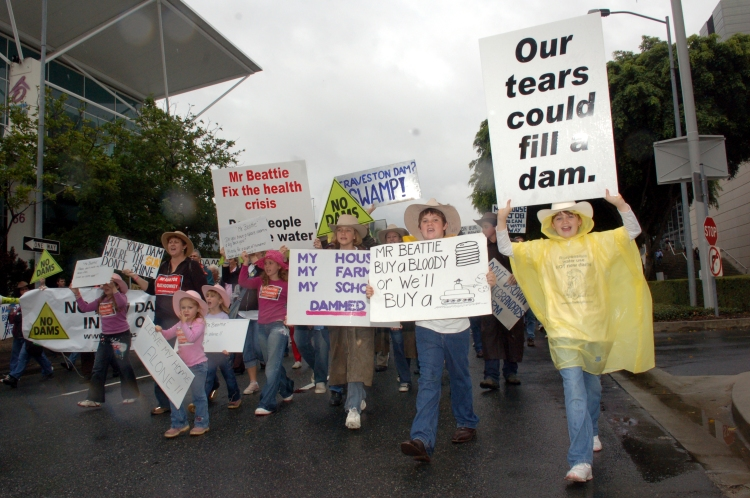 Anti Dam protesters head toward the Entertainment centre to the ALP state conference - Traveston Dam protest - June 2006 - Gympie Times collection