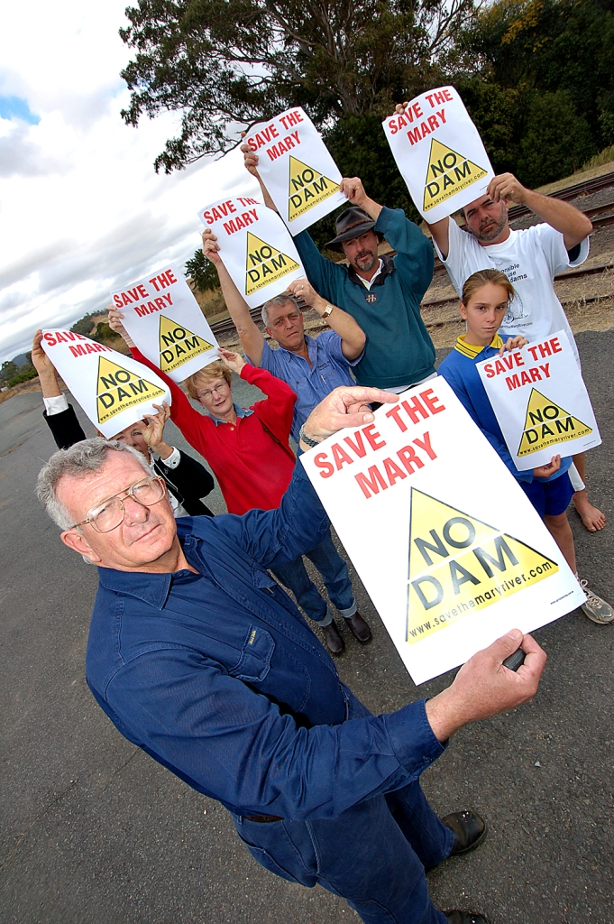 Rick Elliot front shows off the Save The Mary Posters that will be in the Gympie Times. Pictured behind is Sally Mackay, Carol Elliot, Nick Smith Howard Archard, Tony Hawkyard and Linley Archard Traveston Dam protest - June 2006 - Gympie Times collection