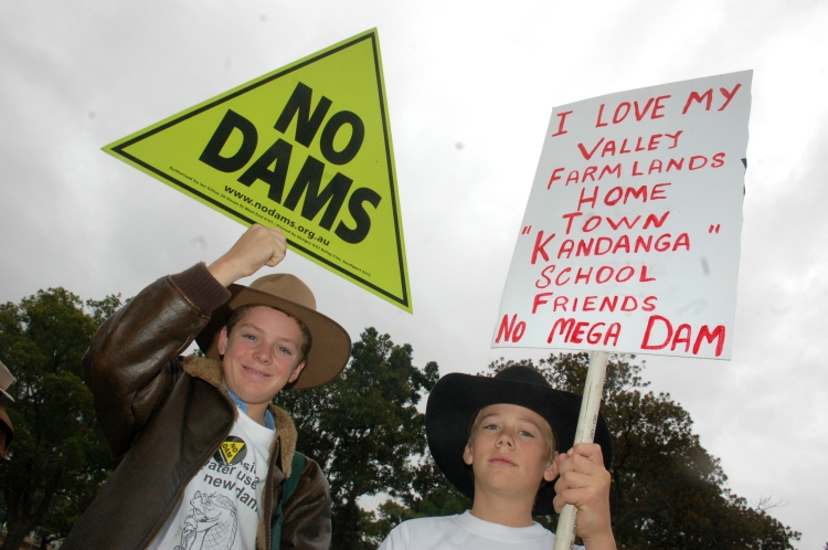 Dan Burnett and Mitchell Bennett show Premier Beattie how they feel about the Traveston Dam - Traveston Dam protest - June 2006 - Gympie Times collection