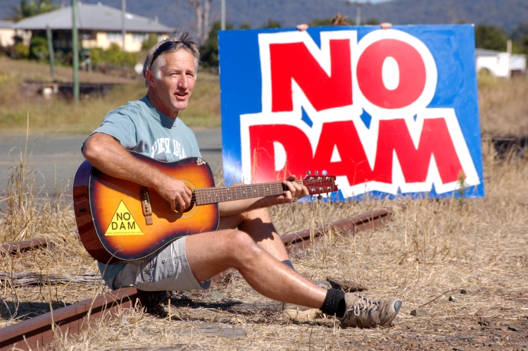 Keith Gall plays his songs he wrote about the Mary River - Traveston Dam protest - May 2006 - Gympie Times collection