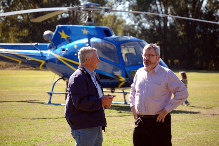 Rick Elliot greets Senator Andrew Bartlett (Democrats 1997-2008) after he choppered into Kandanga to lend his support to the anti dam cause - Gympie Times collection