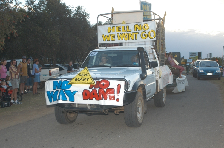 Traveston Dam protest - October 2006 - Mary River Appreciation parade - Gympie Times collection